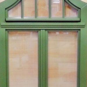 IV 78 Fenster mit konkavem Oberlicht